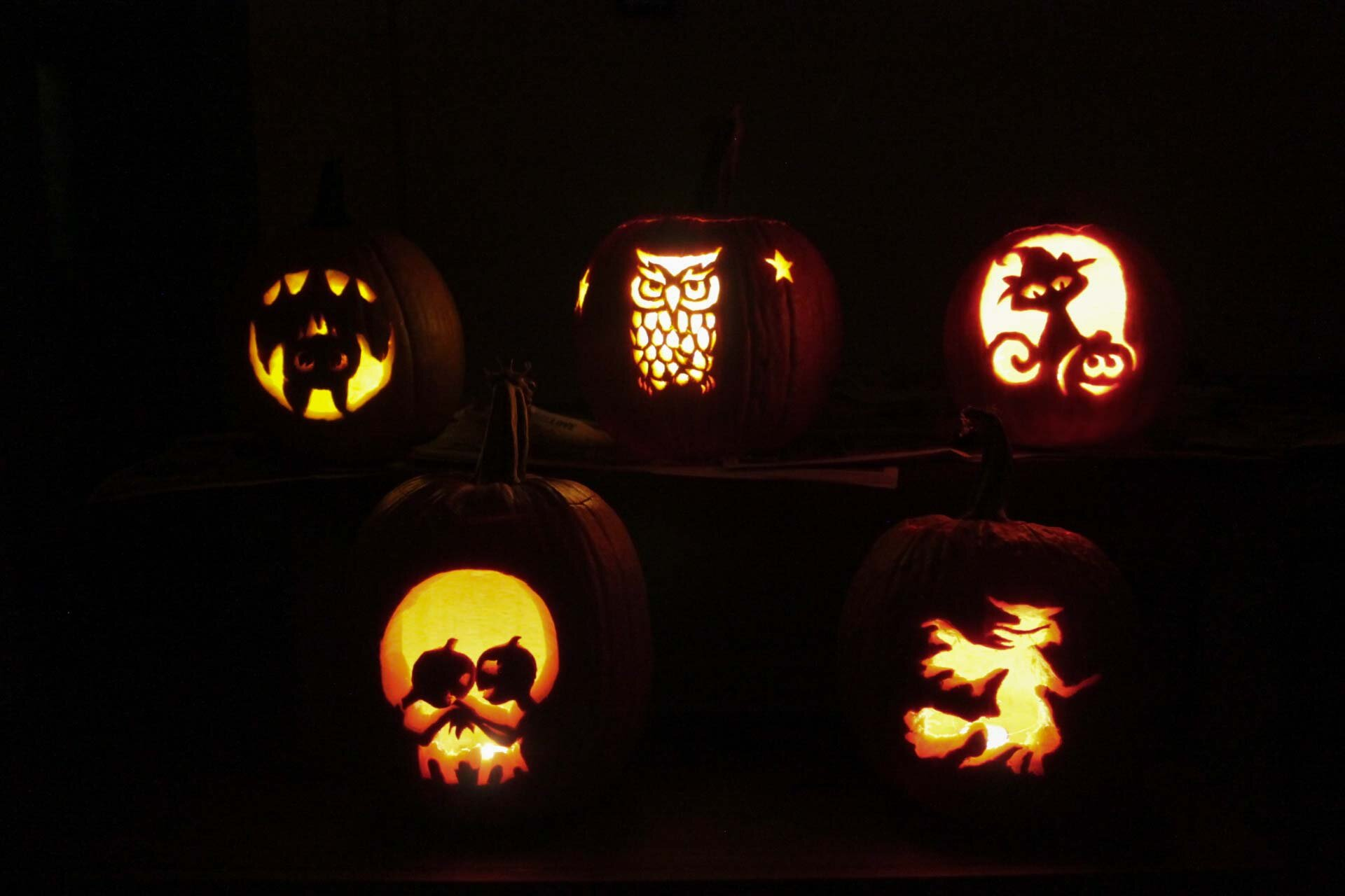 10-2015-Pumpkin-Carving (31 of 31).jpg