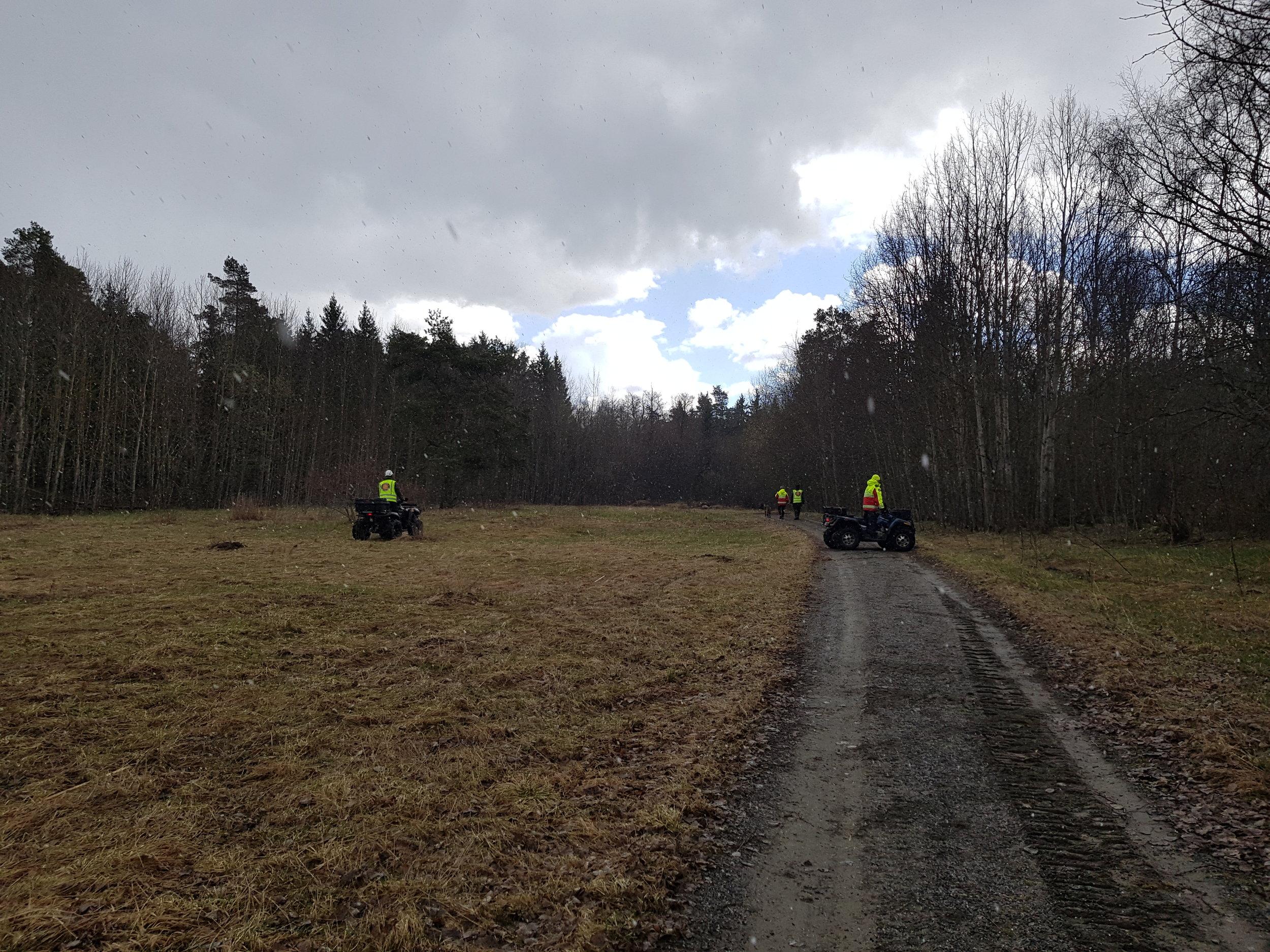 Övningen den 23:e april bjöd på äkta aprilväder. Sol, regn, snö samt stormvindar. Dock med lyckat genomförande och bra resultat.