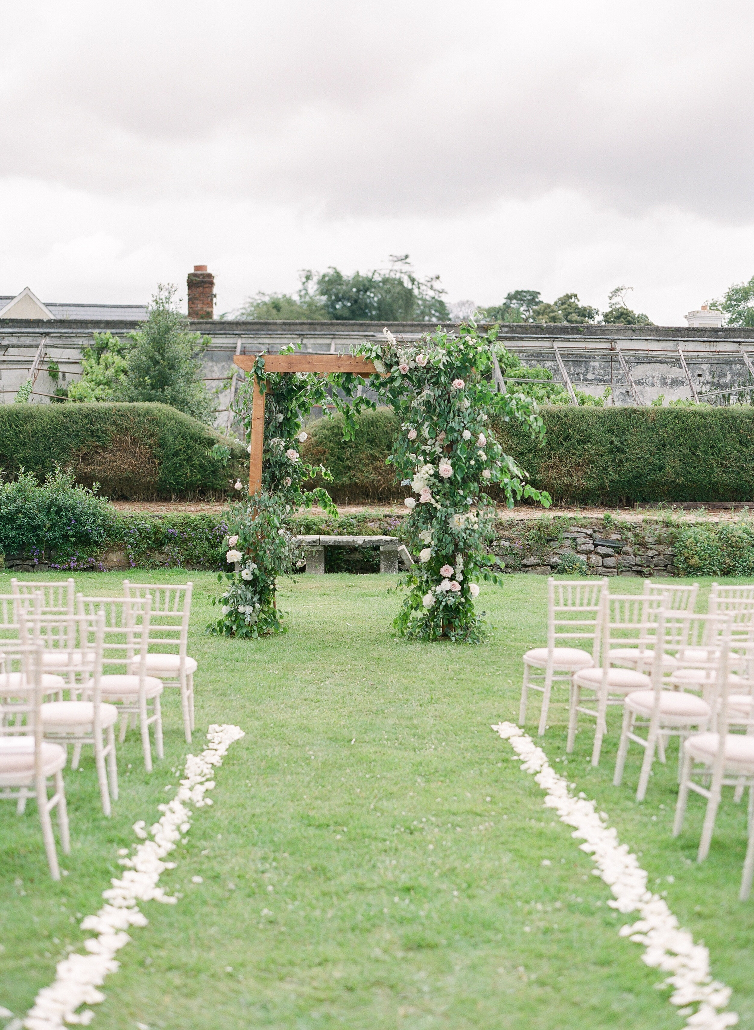 Bella-Botanica-Flowers-Molly-Carr-Photography-Ceremony-Mount Juliet-Arbor-Arch