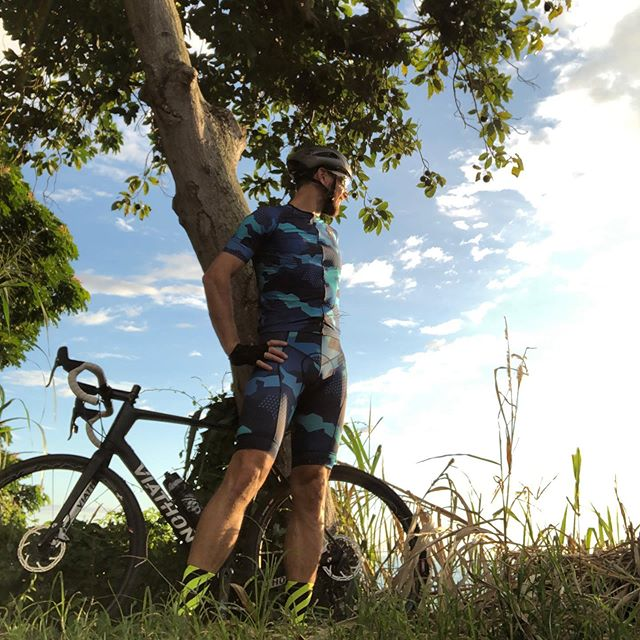 More #posing in #kona yesterday, off riding on the classic #captaincookhawaii loop, made it back just in time to the @wattieink #10thanniversary party before the sun went down completely. Honored to be a part of what @seanwattiewatkins has built, and rad to see @seanenglishlive at the @fxckcancertriteam party as well. 🚴🏼♂️ 🌋 🚴🏼♂️ 🌋  @wattieink @blueseventy @powerbarsport @caffeine_watts@fieldworknutritionco @chrisbaggcoaching @viathonbicycles @rudyprojectNA @theathletestable  #rockthew #allfortheswim #seeyououtthere #cbcg #cbcgym #triathlon #cycling #swimming #coaching #imwc2019 #ironmanworldchampionship