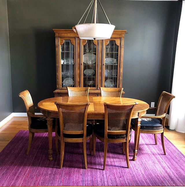 I love collaborating with clients to create bold and bright spaces👊🏻✨ • • • #knoxvilleinteriordesigner #knoxvilleinteriordesign #knoxvilleinteriors #knoxvilledesign #knoxvilledesigner #knoxvilleremodel #knoxvillehomes #brightandbold #bolddesign #purplerug #statementdesign #classicandmodern #boldpaint #boldwallcolor #diningroomdesign #designinspiration