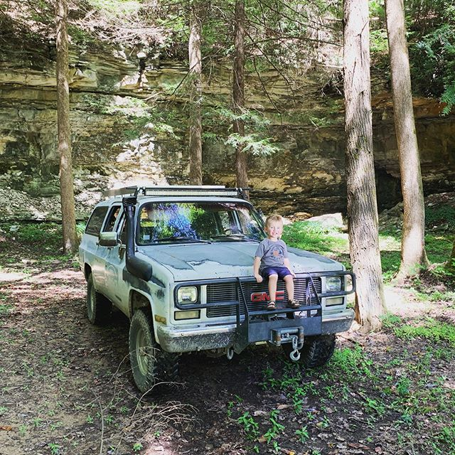 Had a great day wheeling. Henry has a blast as usual. Meet up with a awesome group from @t4rexperience helping clean up the area and get new people into overlanding. Since the big flood in February the creek coming out of the cave on our property has been getting lower and lower, unfortunately. Today was the first time i remembered my spot light to look back in there. Water is way to cold for me to wade into.