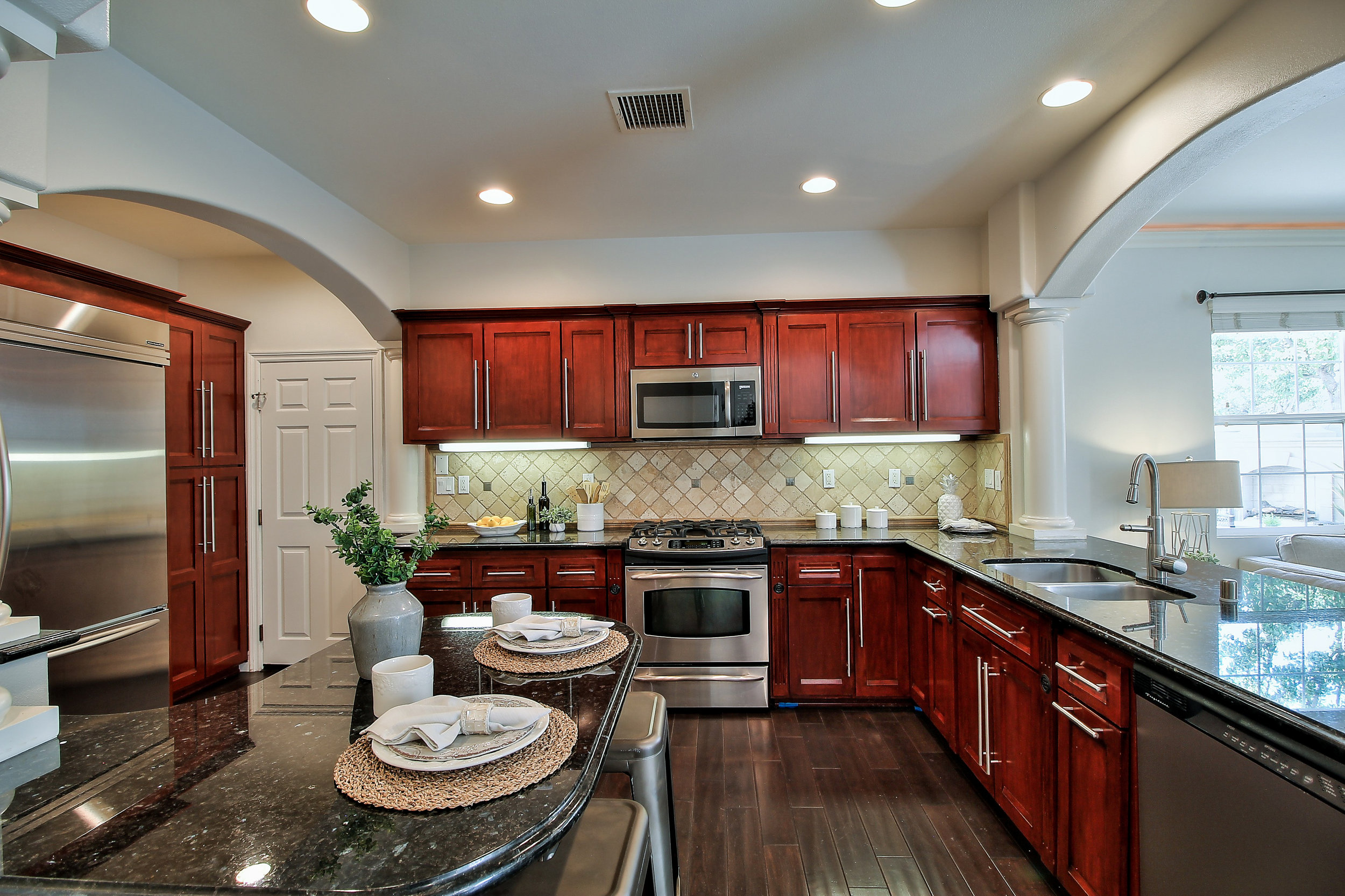 118 Vermillion - kitchen 2.jpg