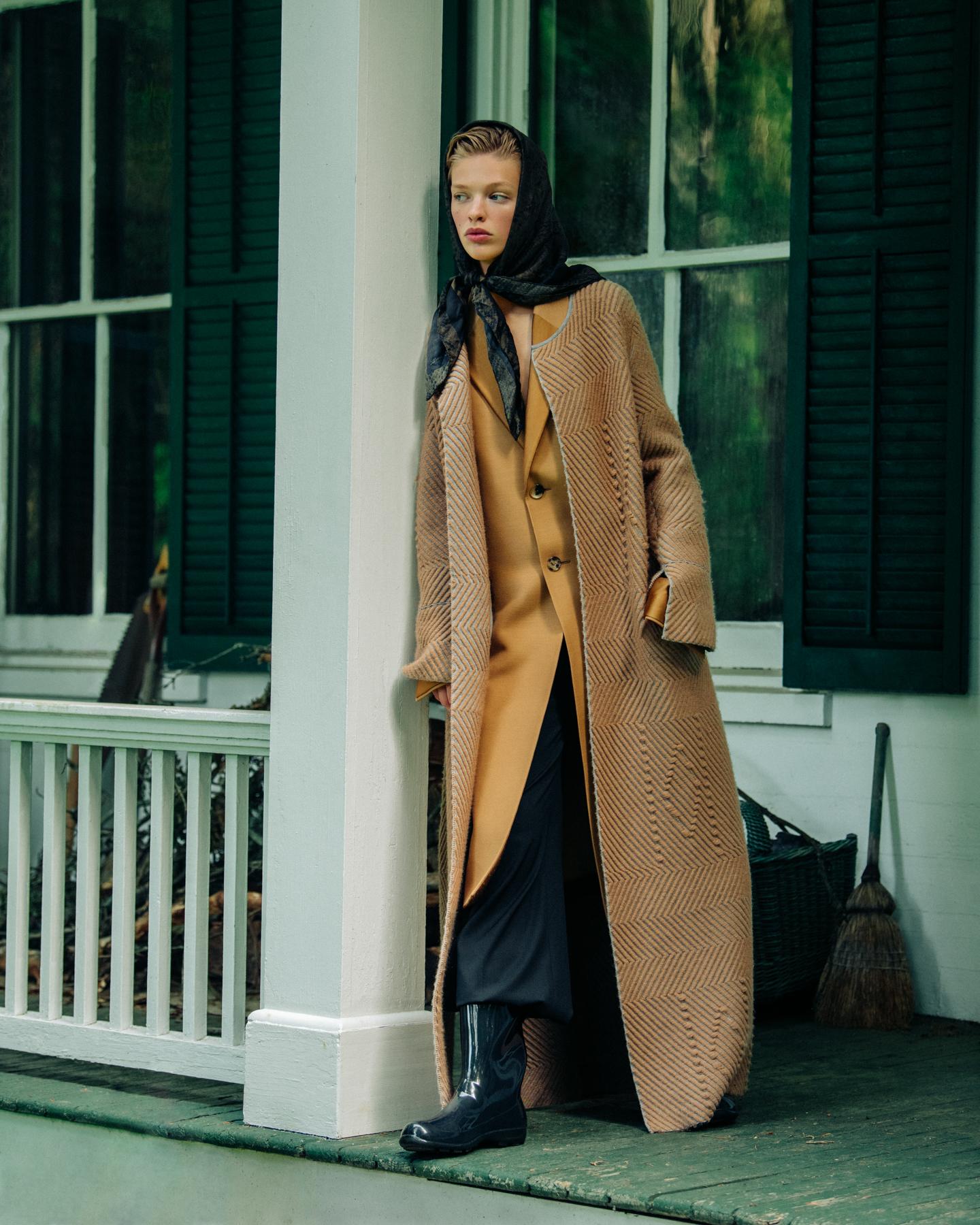 16-Clare-Crawford-by-Ivan-Bideac-for-Vogue-Italia-4001.jpg