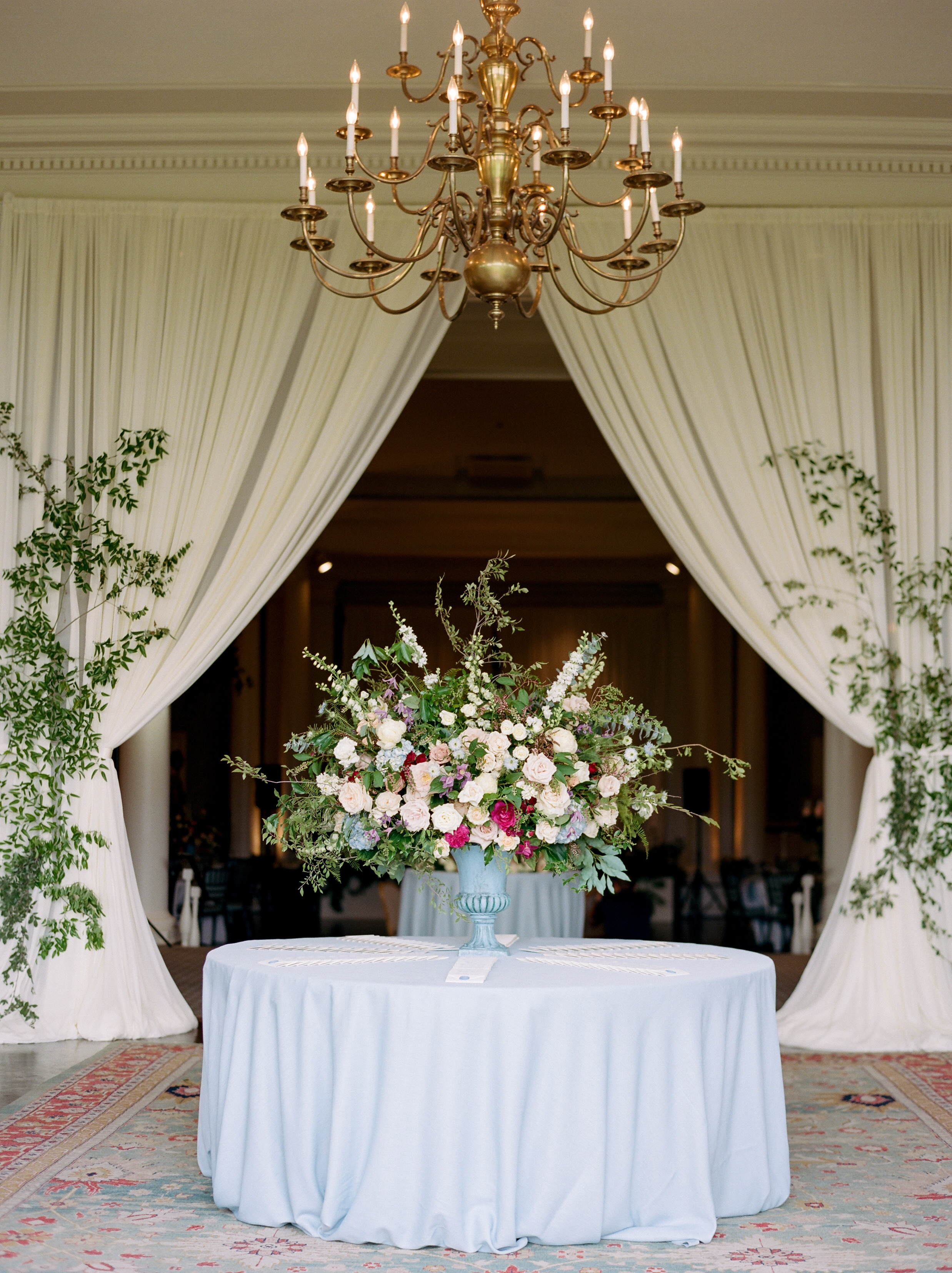 Jane Austen meets Monet - Mary + DanPhotography: Josh and Dana FernandezPlanning: Kelly DoonanFlorist: MibellarosaVenue: Houston Country Club