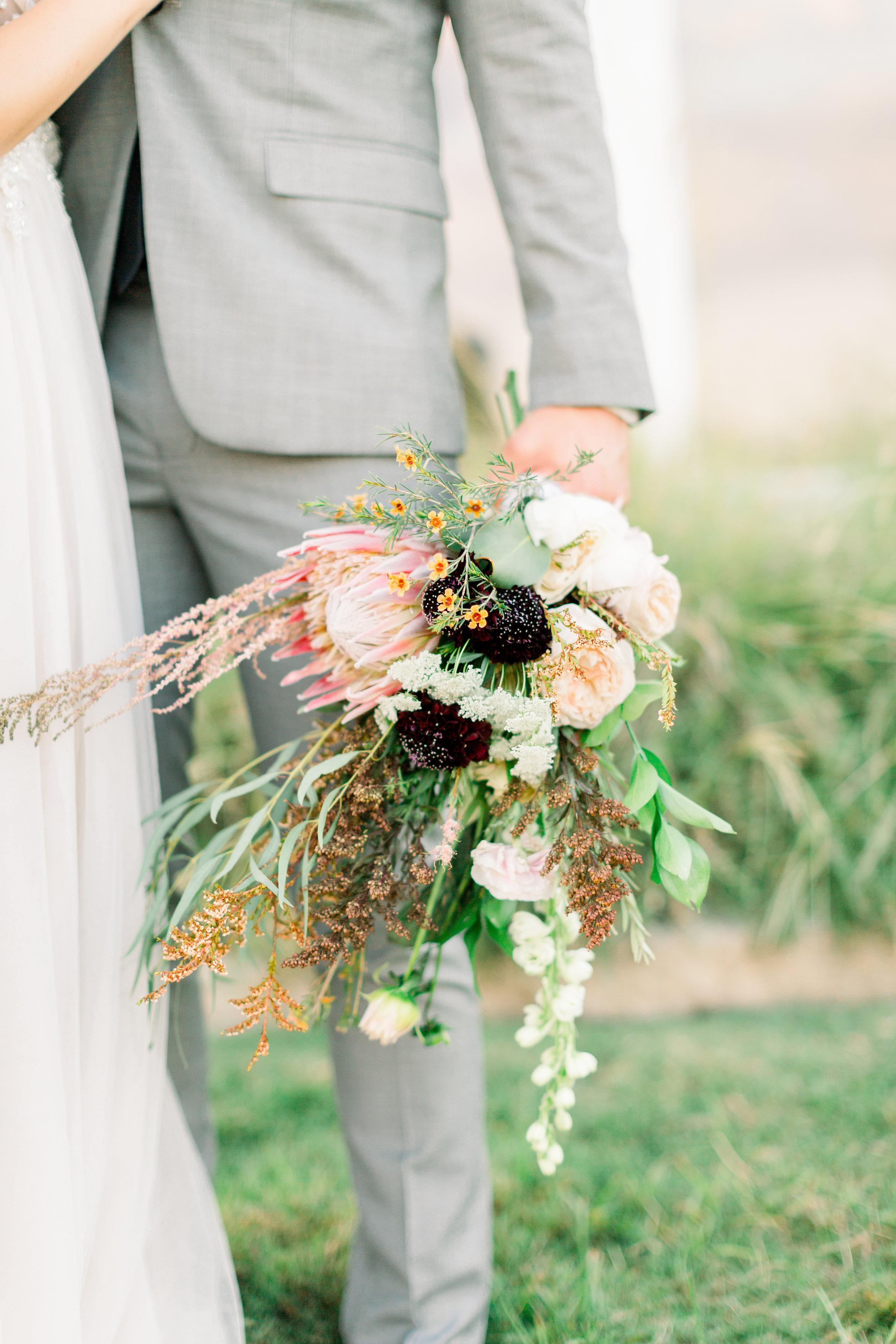 Fulleylove Photography Wedding Workshop - Emily + CarloPhotography: Fulleylove PhotographyPlanner: Shelby/Lean on Me EventsFlorist: Petite Fleur Co.Venue: The Farmhouse