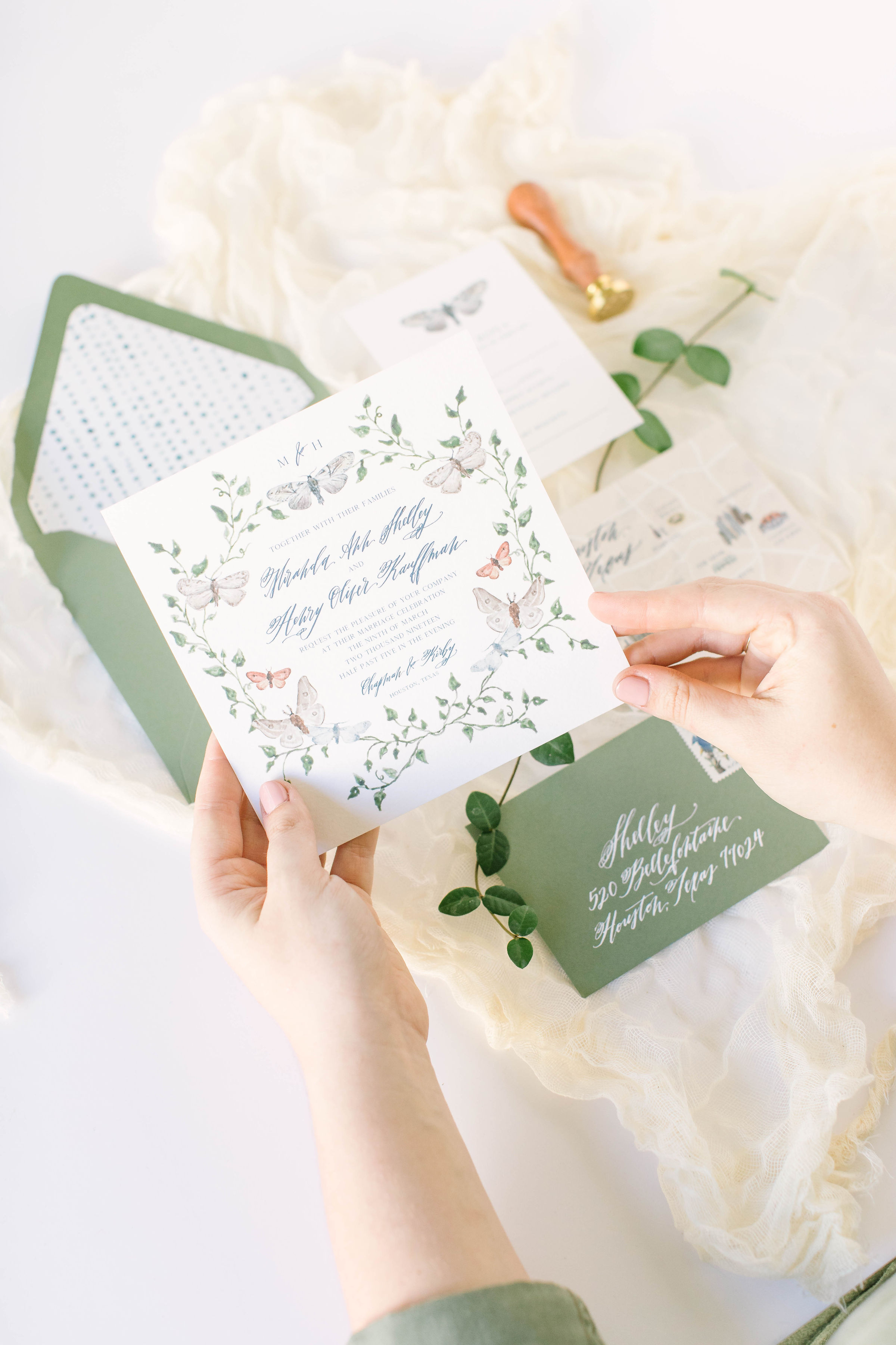 Brides of Houston Stationery Feature - Photography: Picture This Forever PhotographyVenue: The Creative ChateauView the full feature and interview on Brides of Houston