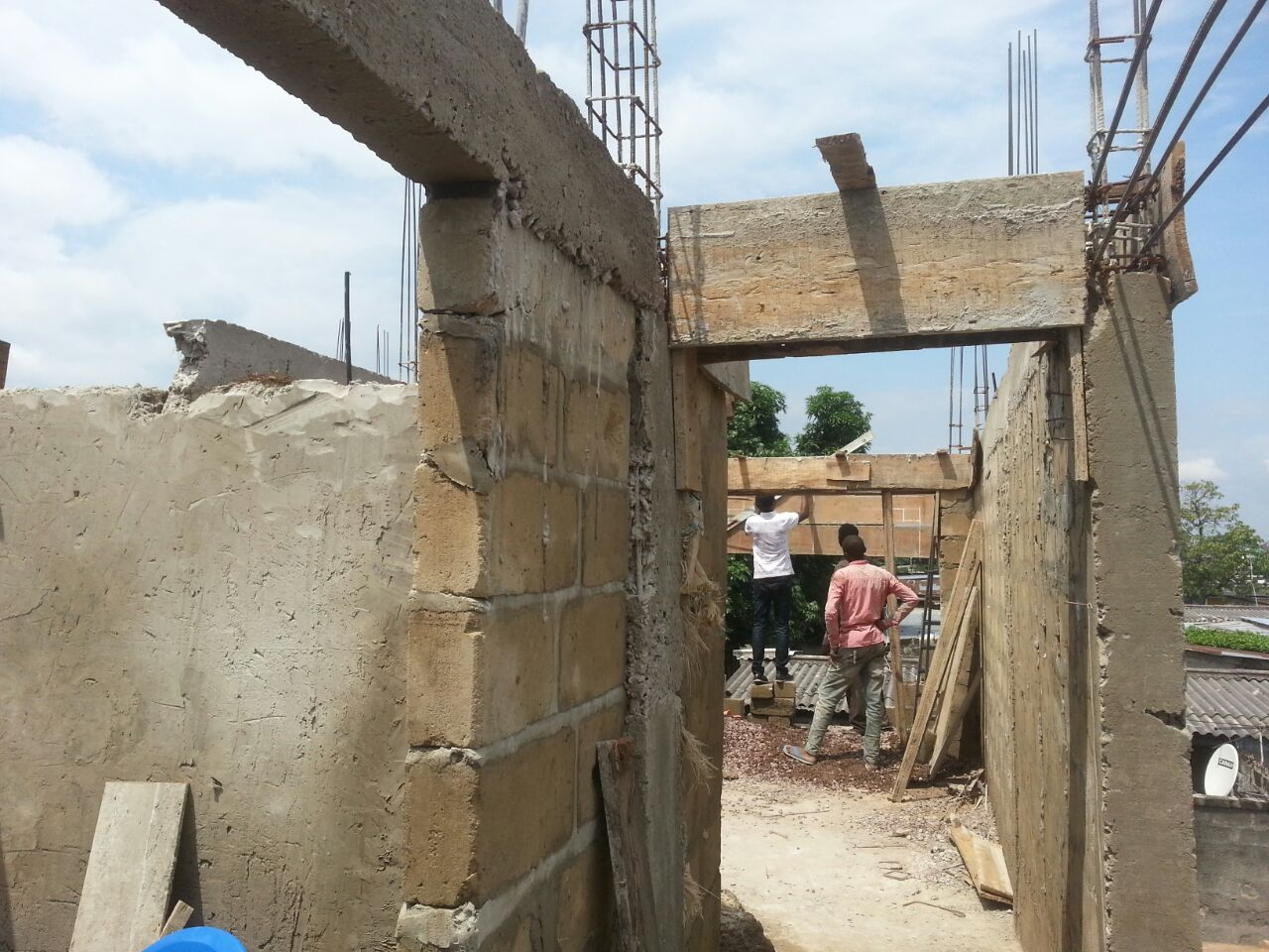 Early summer 2016: when the rains end, building picks up – work on the rest of the ground floor.