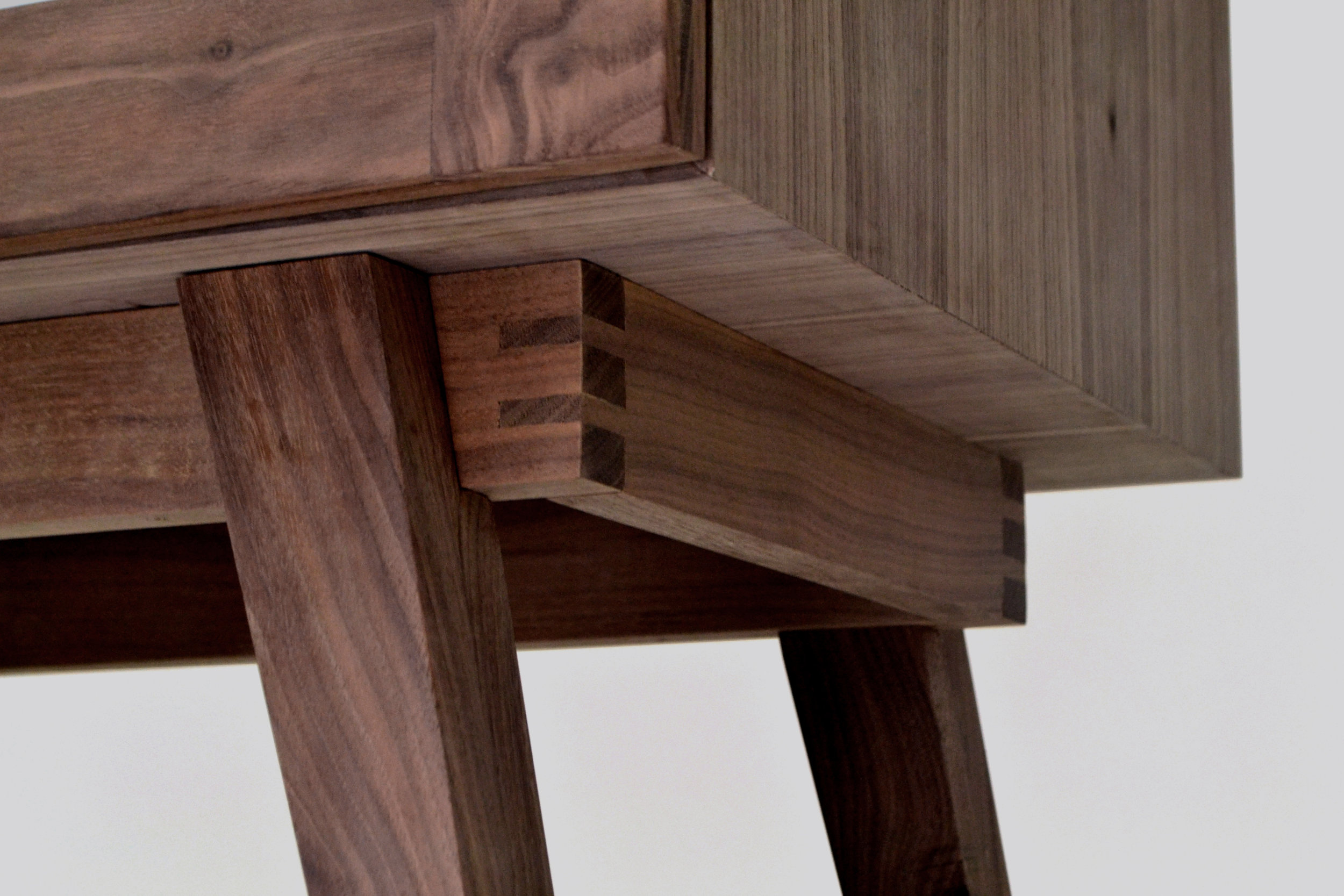 legs detail 2.jpg