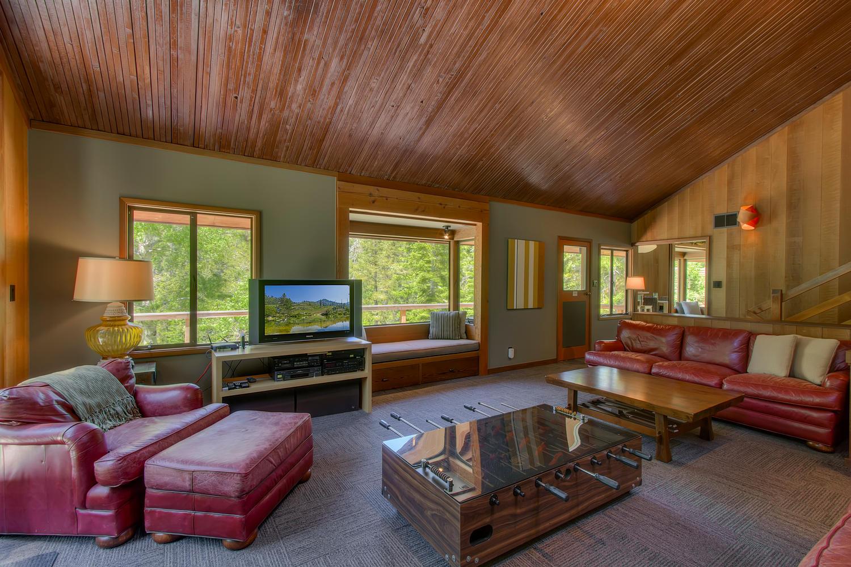 2140 John Scott Trail Alpine-large-006-Living Room-1500x1000-72dpi.jpg