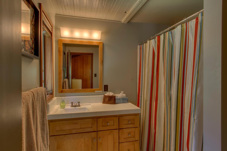 2140 John Scott Trail Alpine-large-016-Guest Bathroom-1500x1000-72dpi.jpg