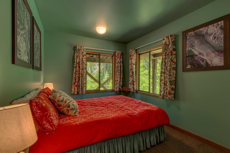 2140 John Scott Trail Alpine-large-017-Guest Bedroom-1500x1000-72dpi.jpg