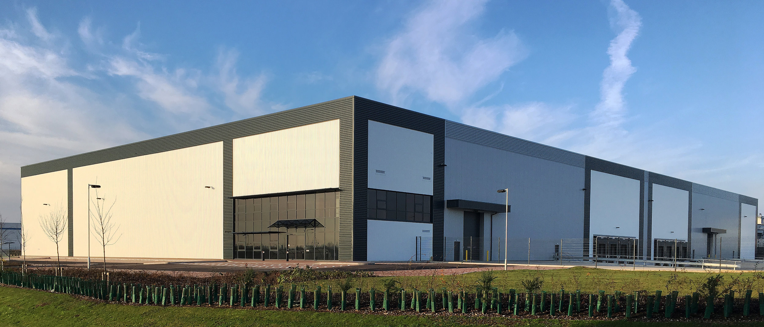 INDUSTRIAL - INVESTMENT - SALE    TOP HAT - DVP118 - DERBYSHIRE   118,434 sq ft Warehouse let on a new 20 year lease   Client:  CWC Group   Purchaser:  Confidential   Price:  Confidential