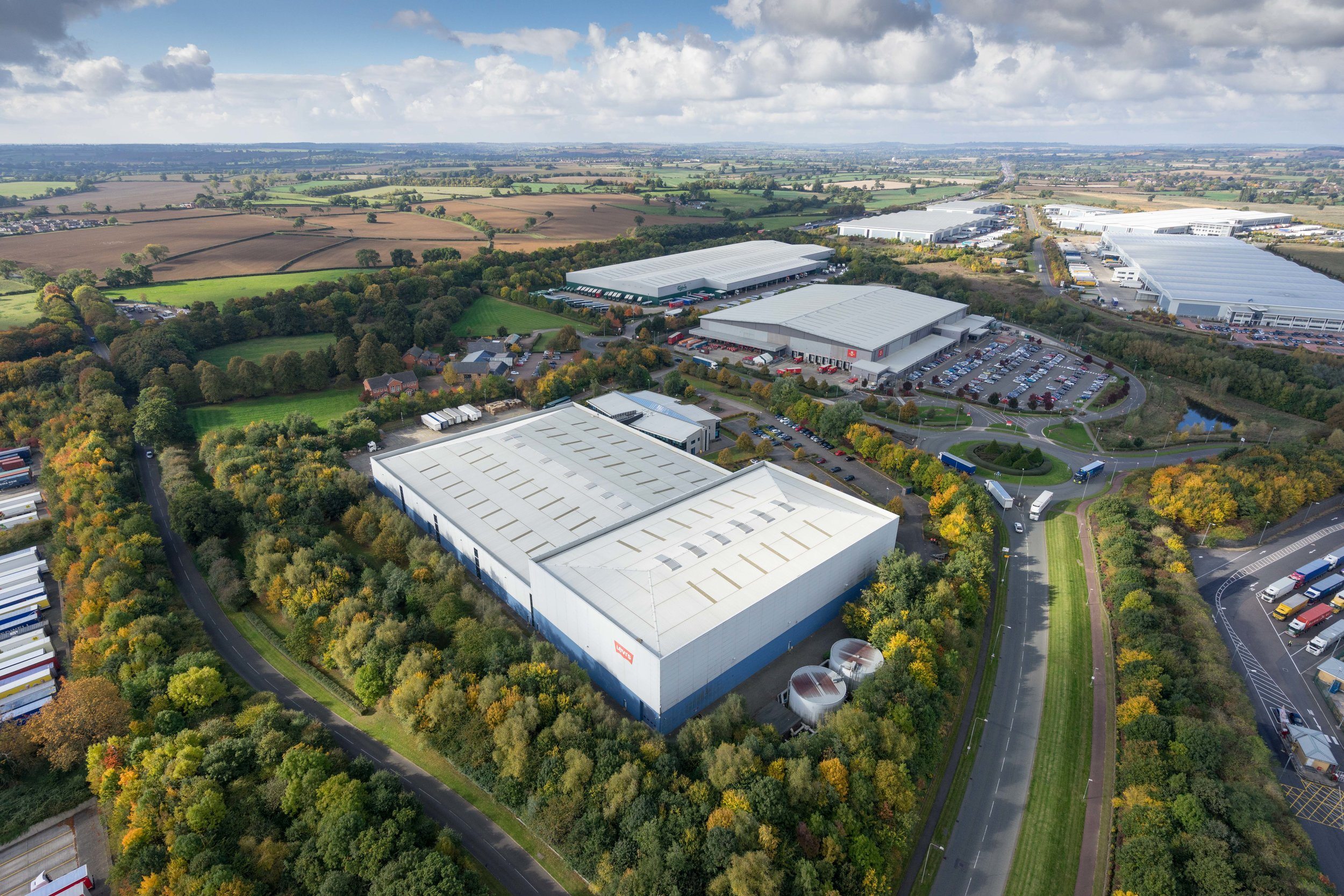 INDUSTRIAL - INVESTMENT - SALE    Swan Valley - Northampton   172,928 sq ft Golden Triangle Logistics Investment   Client:  IM Properties   Purchaser:  Confidential   Price:  Confidential