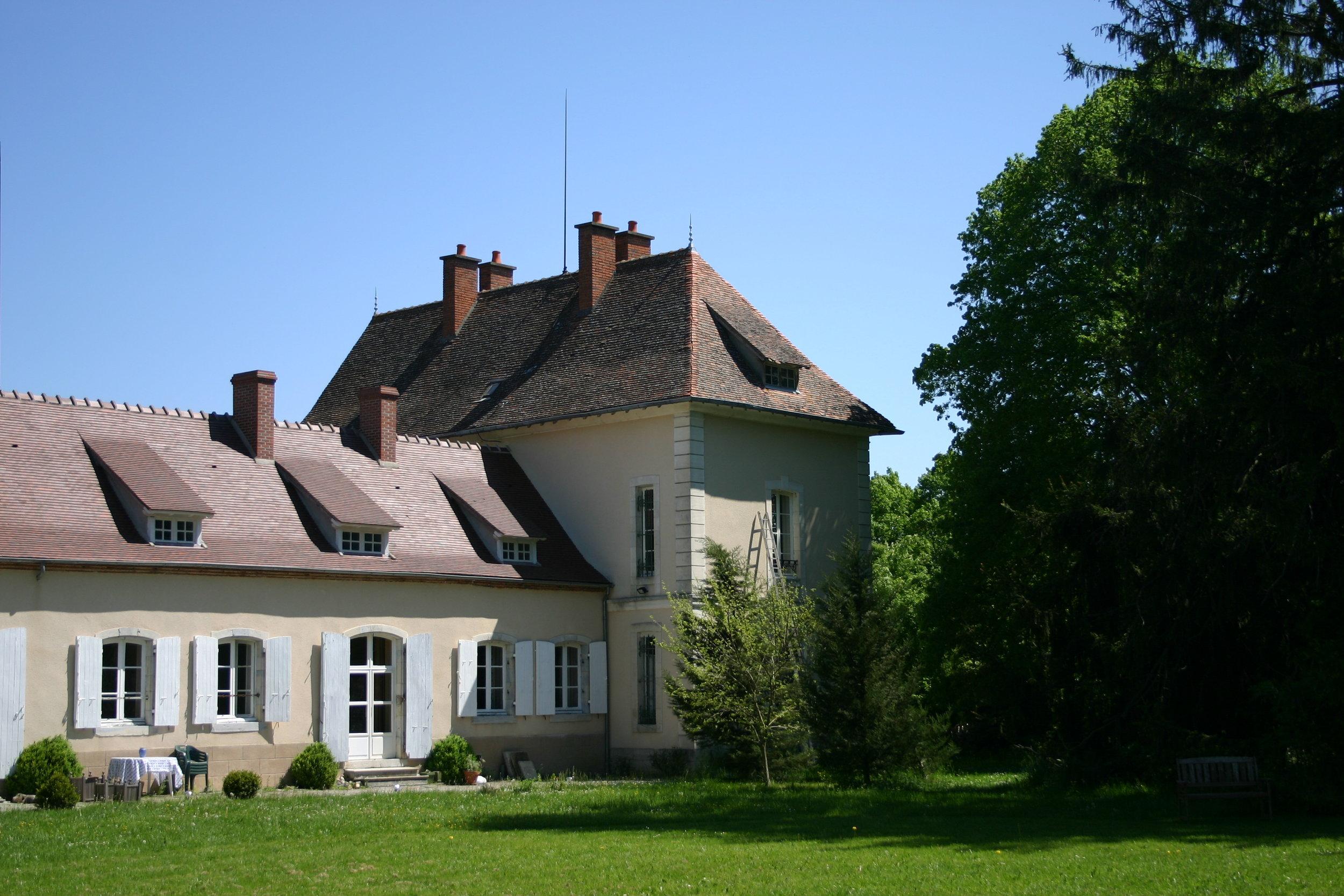 Gîte 1: le Gîte au Château, in the Château, in huis (het Kasteelappartement) - 1 - 5 personnes - 90m2 - à partir du € 549FR 2 chambres, un salon, une cuisine aménagée, une salle de bain et sa terrasseENG 2 bedrooms, a nice and comfy living room, a modern kitchen, a good bathroom and your own terraceNL 2 slaapkamers, een gezellige woonkamer, een moderne keuken, een prima badkamer en openslaande deuren vanuit de woonkamer naar uw eigen terras