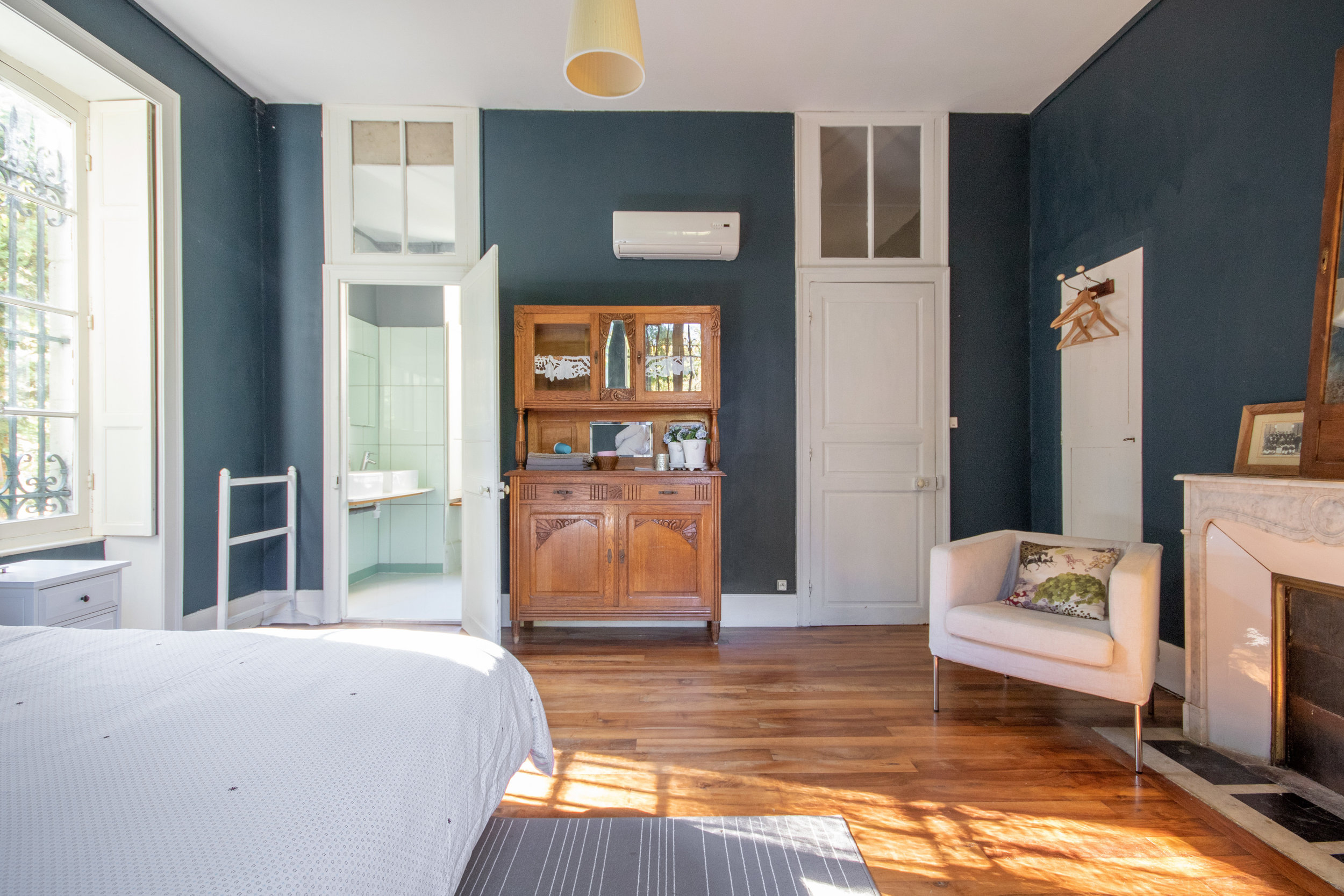 One of the two spacious rooms that'll join together as a Family Wing : lots of space in both rooms, so it could be even possible to host 1 or 2 extra kids per room.