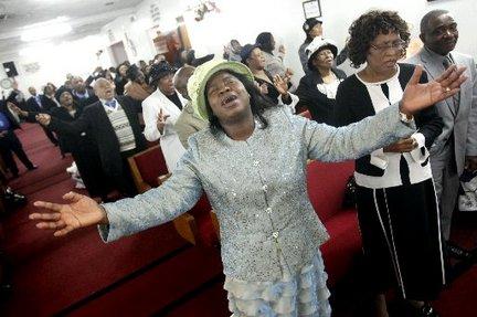 haitians-pray-at-churchjpg-1bb0afbf60e0dee8_large.jpg