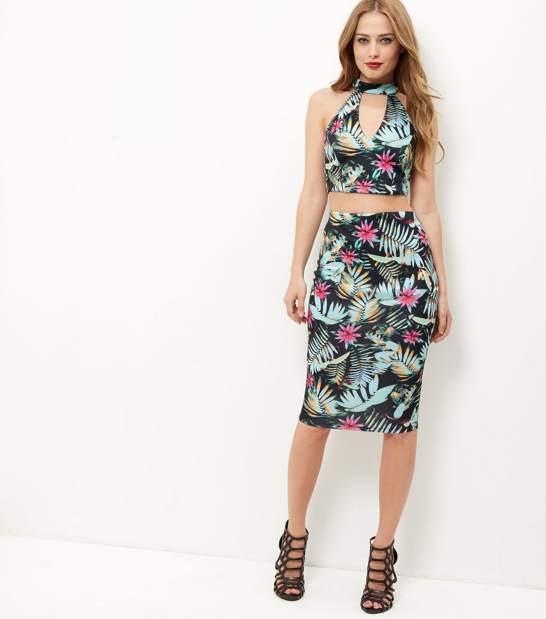 black-tropical-floral-print-pencil-skirt-.jpeg