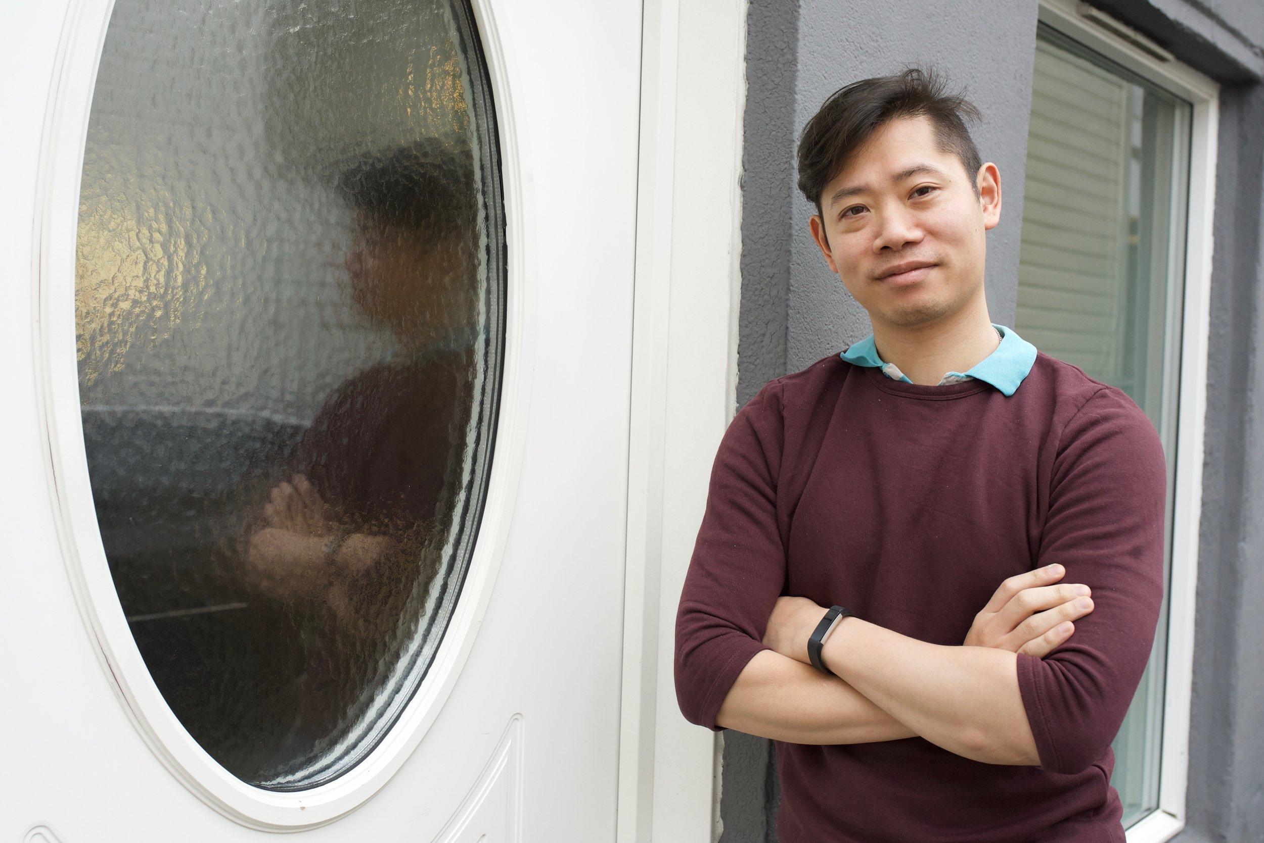 Uy Bui skal bli politi og får gode erfaringer fra praksis på Asfalt sitt salgskontor i Stavanger.