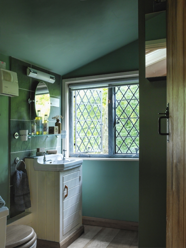 The Summer House - bathroom.jpg
