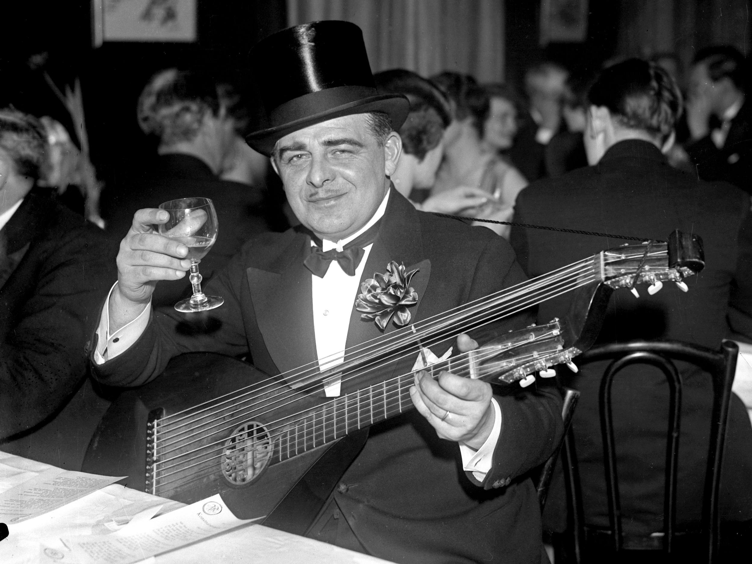 Evert Taube på Blanche, 1930. Foto: Oskar Norberg