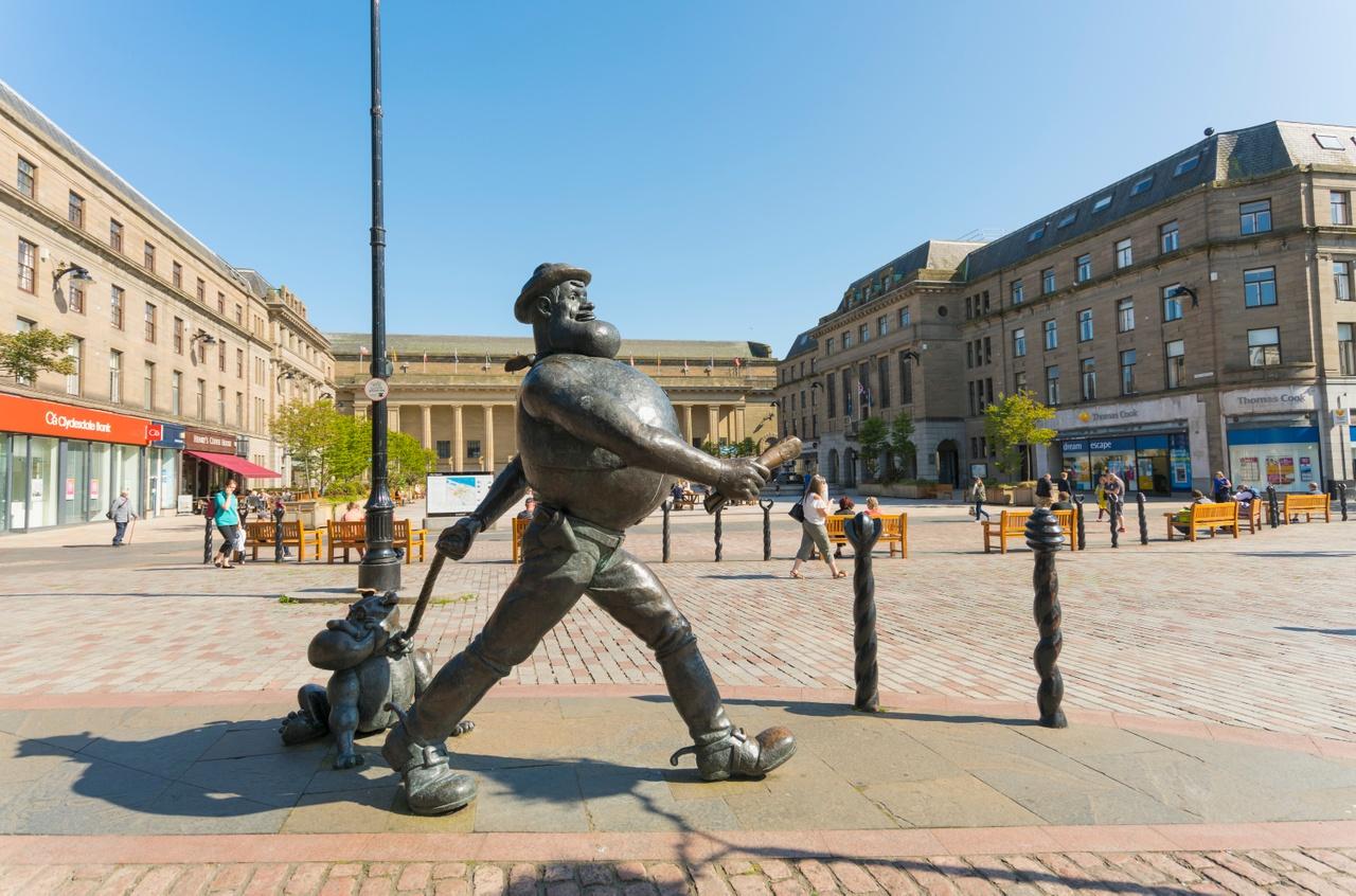 Desperate Dan Statue. Credit: Visit Scotland / Kenny Lam