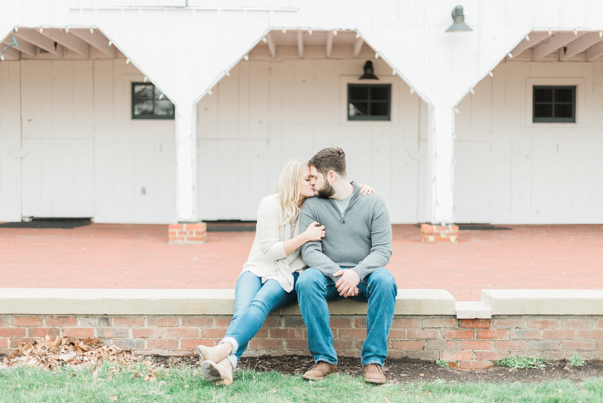 everal-barn-homestead-westerville-ohio-engagement-28.jpg