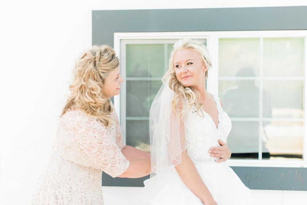 blessings-farmstead-wedding-lancaster-ohio-whitney-colby_0073.jpg