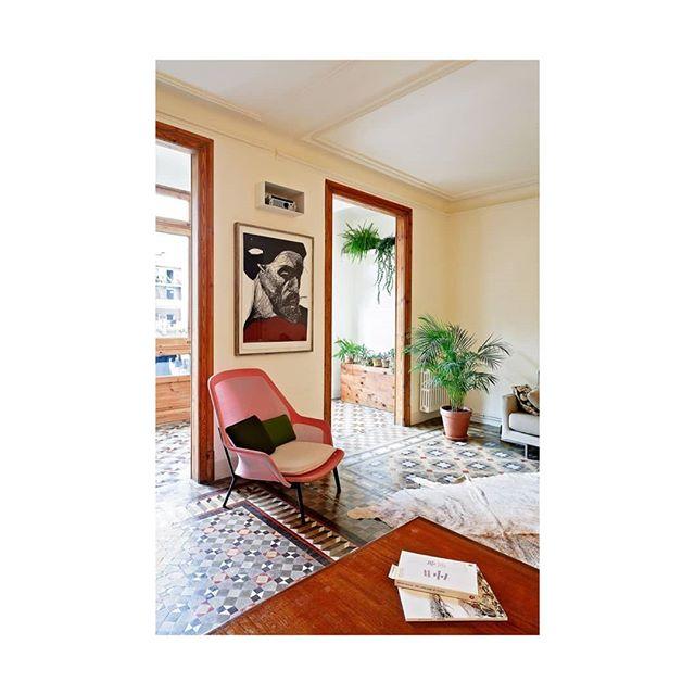 Suelos maravillosos y nada más. . . . . . . . . . . . . . . . . . . . . . . .  #pink #vintageinteriors #red #combina #equilibro #color