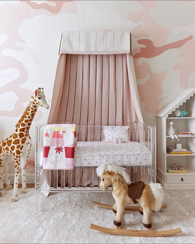 Excited to finally share Baby S'  #prettypinkpalace - thank you @inspiredbythis for the wonderful feature! Full story in my story! It all started with a wonderful wallpaper #kamo by @aqualille 📸 @twilliamsphoto