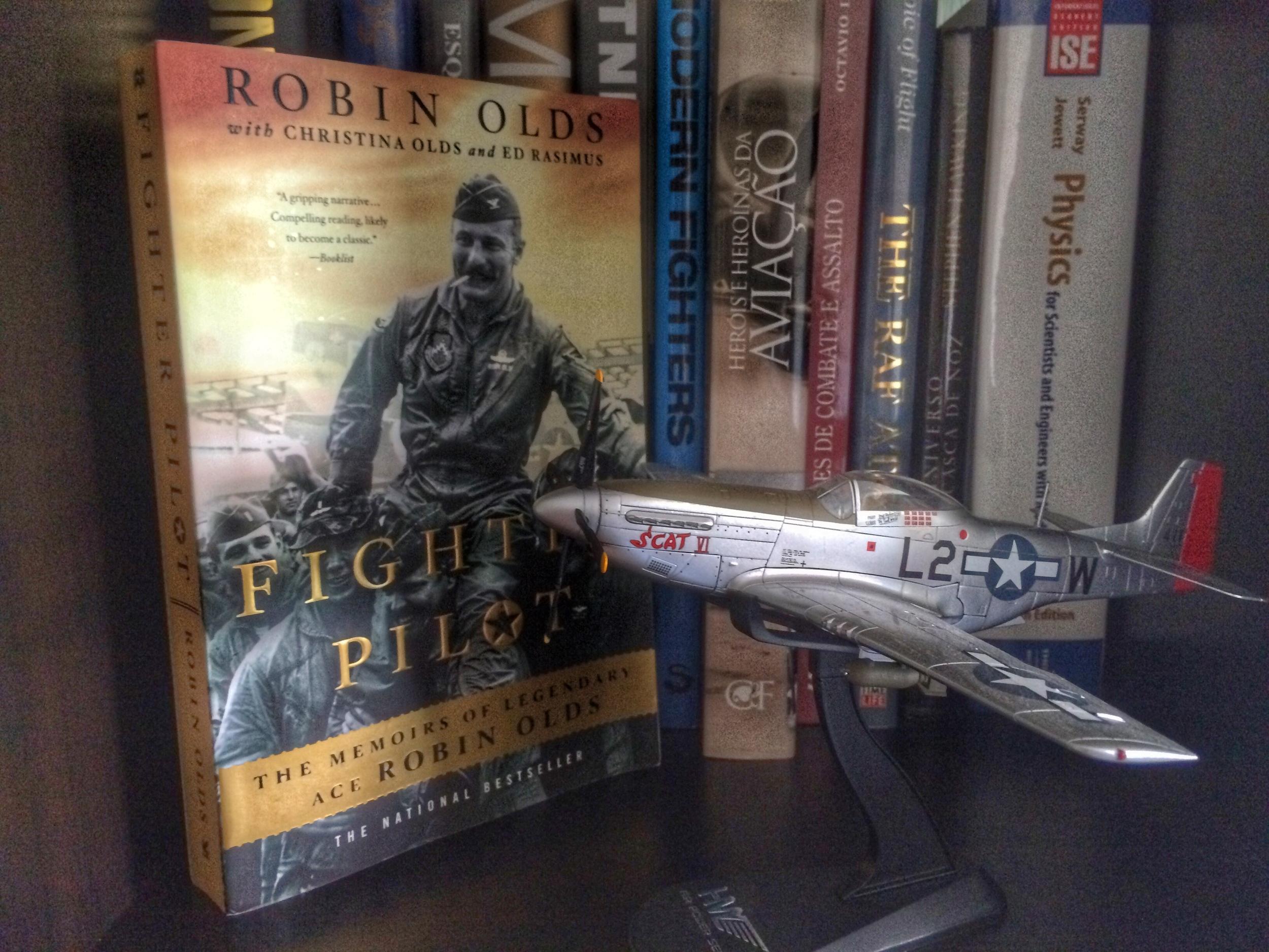 """Ao longo da sua carreira todas as aeronaves que voou foram baptizadas de """"SCAT"""". """"SCAT VI"""" foi a sexta, um P-51 que voou durante a II Guerra Mundial."""