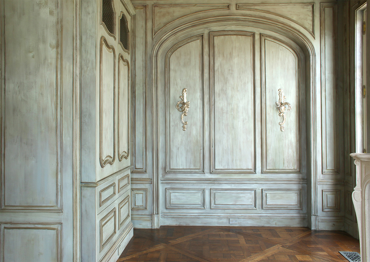 Antique distressed painted finish