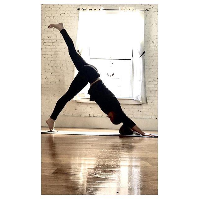 Teaching 2 extras @northendyoga this week 🙏🏼 in addition to my regular sched.  Tues 6 pm Roll & Restore  Tues 7:15 pm Vinyasa  Wed 7:15 pm Vinyasa Thurs 12 pm Vinyasa . . . #bostonyoga #yogateacher #yogastudent #downdog #downdogsplit #ekapadaadhomukhasvanasana #vinyasayoga #restorative #rollandrestore #ballrolling #myofascialrelease