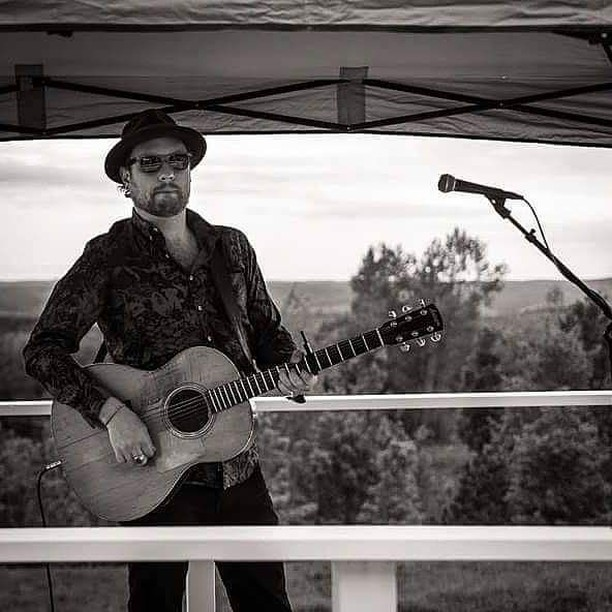 Raise your 👋 if you're ready for happy hour and live music? ⠀ @levibrittonmusic 6-9pm TONIGHT 🍒🍷⠀ .⠀ .⠀ .⠀ #friday #friyayvibes #happyhour #livemusic #cherryfestival #traversecity #highestpoint #TGIF #winery #music #roveestate