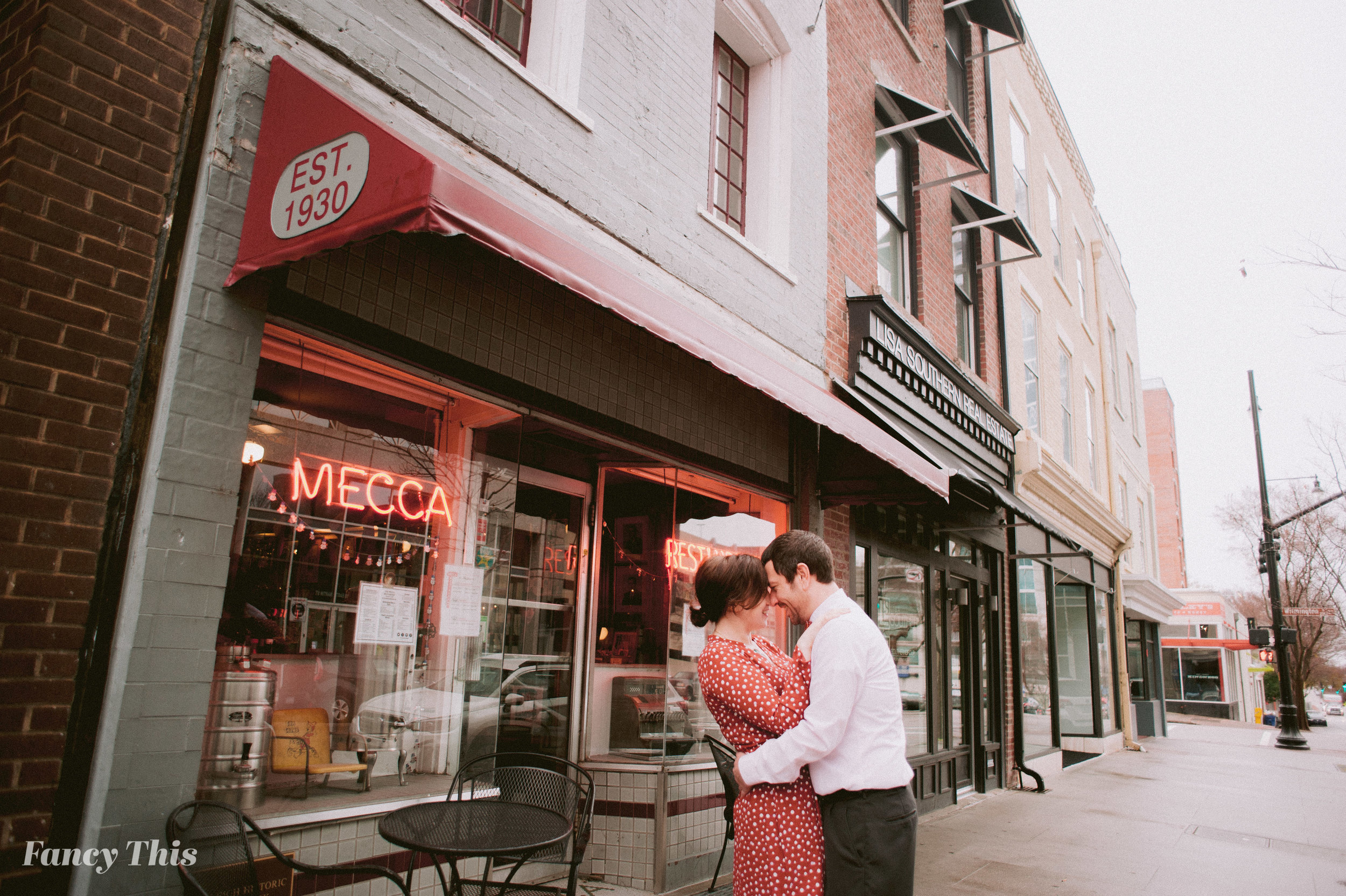 raleighengagementdowntown_fancythis_ncweddingphotographer-30.jpg