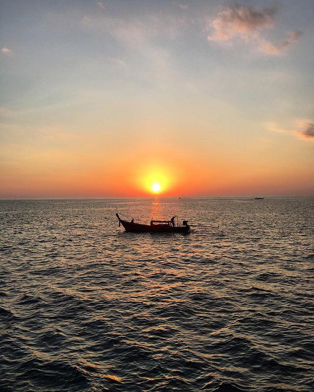 Can we go back to this moment @jay_teeaa? 😌 #phiphiisland #phiphiislands #phiphi #kohphiphi #thailand #southeastasia #backpacking #kohphiphiislands #mayabay #bambooisland #travel #vacation #paradise #ocean #beaches #phiphiisland #kohphiphi #kohphiphiisland #kohphiphidon #beach #sand #sea #winterinthailand #backpackingculture #backpackingasia #natgeo #natgeotravel  #iphoneonly #iphoneography #iphonesia #iphone6s