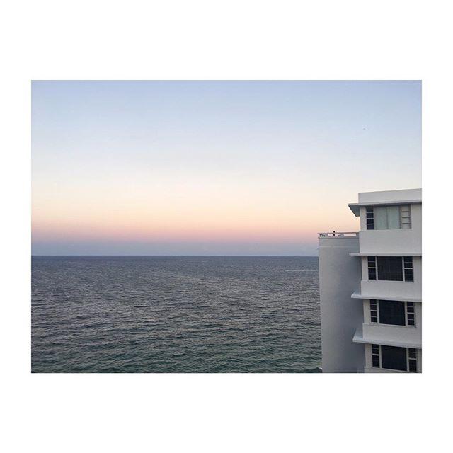 Thinking of a sunny day on a rainy Sunday. #florida #ftlauderdale #sunday #sun #sunset #sky #beach #ocean #spring #weekendgetaway #travel #travelgram #instatravel #mytravelgram #natgeotravel #architecture #iphone #iphoneonly #iphoneography #iphonegraphy #cntraveler #nyc_explorers