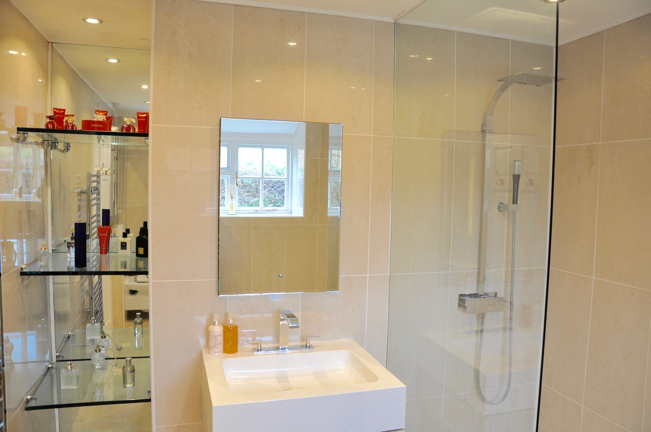 Family suite bathroom (Bedroom 3)