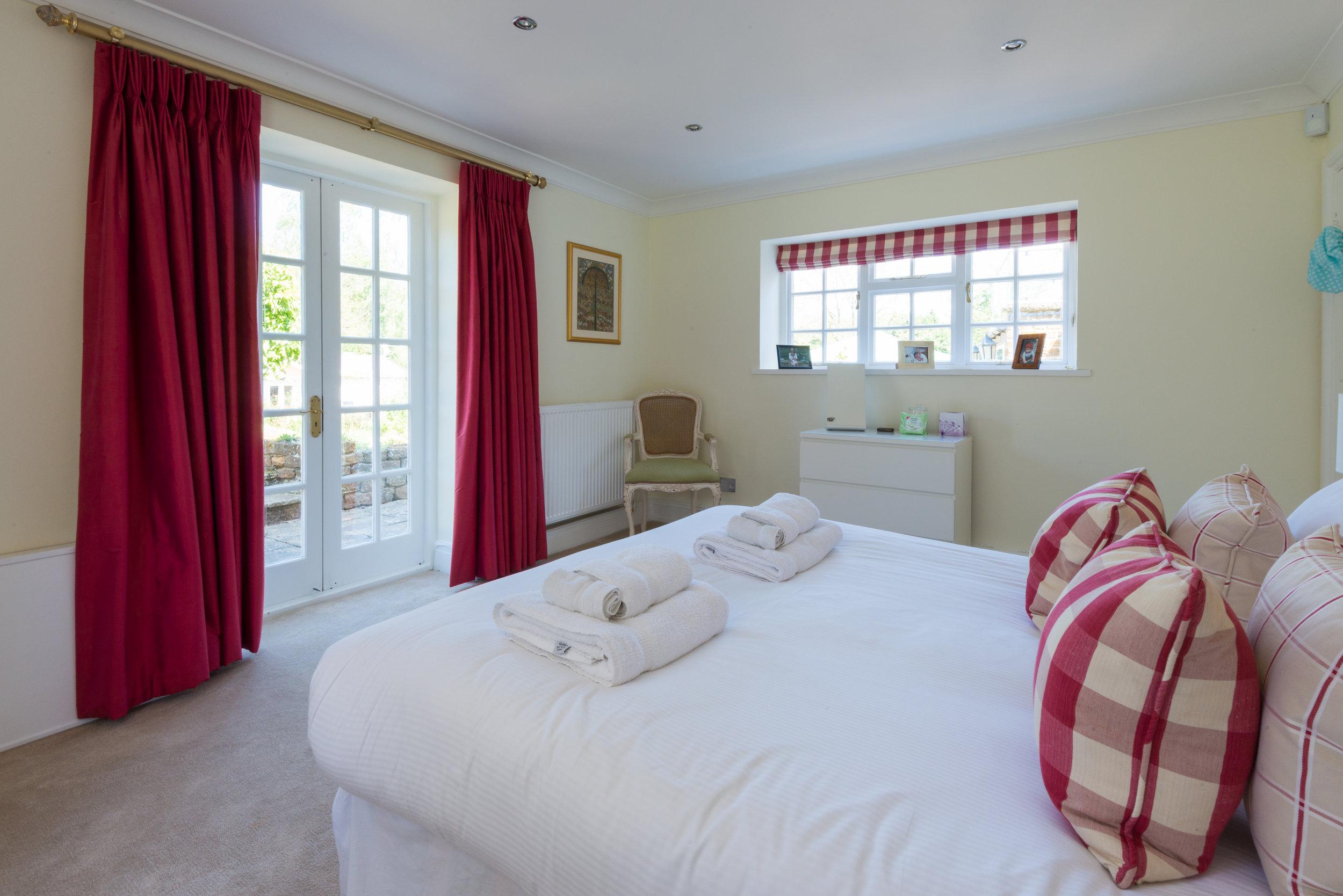Garden Room bedroom (Bedroom 6 downstairs)