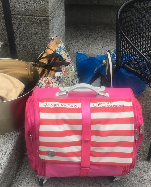 A cute event kit can really make a girl proud! #greatqorkacceessories, #pinkandorange, #girlsjustwannahavefun