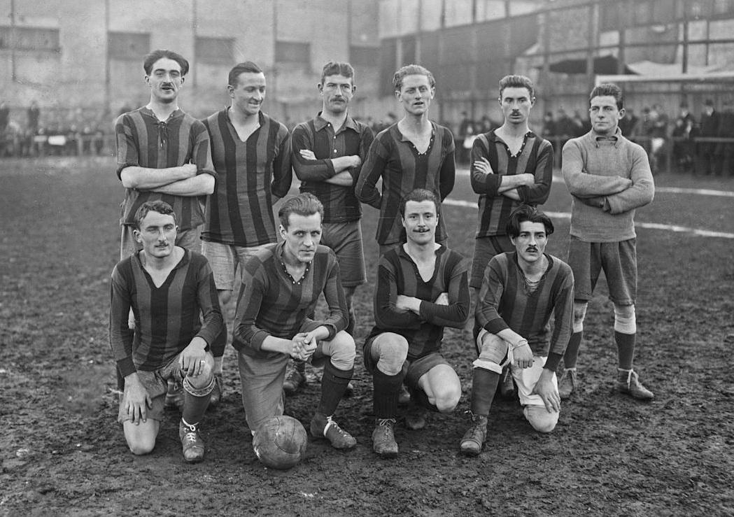 Red_Star_Football_Club_Saint-Ouen_1920.jpg