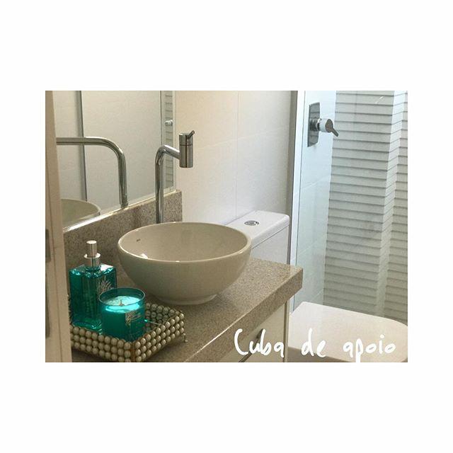 Banheiro com cuba de apoio e revestimento 3D no interior do Box! #projetotmt #tmtinteriores #interiordesign #designdeespacos #revestimento3d #cubadeapoio #designdeinteriores #banheirodecorado #decor #balneariocamboriu #bc #homedecor