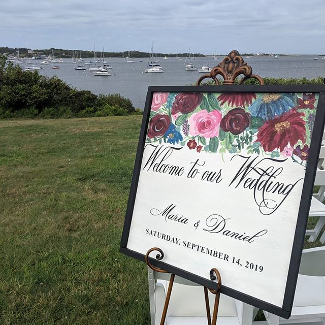 Last #blockislandwedding of the 2019 season ending with a lovely seabreeze at @thesullivanhouse  Shout-out to Maggie Bea Designs for the beautiful artwork!