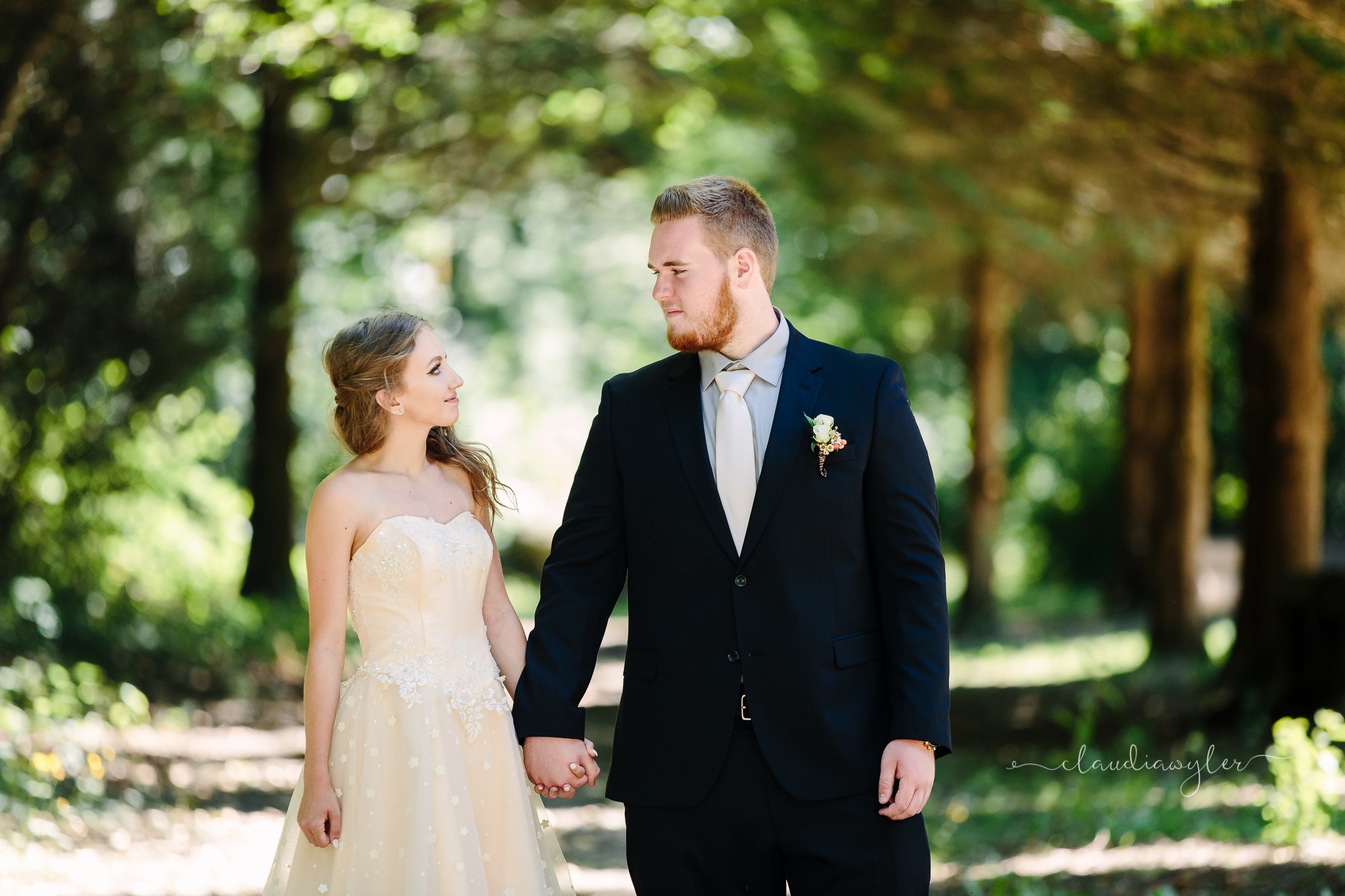 | Abbotsford, Langley, Chilliwack, and the Fraser Valley, BC Family, Prom, Lifestyle, Wedding Photographer | Claudia Wyler Photography