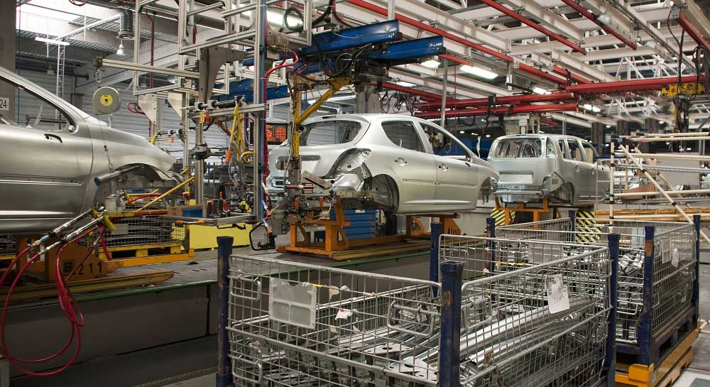 Automotive manufacturing with many assets to be tracked in bins and across the assembly line.