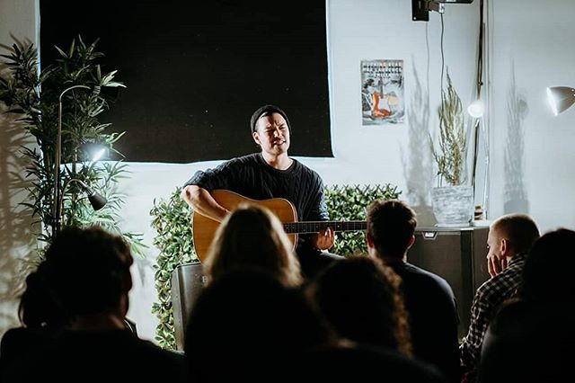 Thanks for having me last week @sofarmelbourne ! It was such a pleasure. Thanks @queensberry_productions for hosting, and thanks @mardy.bridges for the photo . . . . . . . . . #sofarsounds #sofar #concertphotography #concert #photo #morningbear #morningbearmusic #indie #folk #indiefolk #singersongwriter #singer #emotional #guitar #crowd #livemusic #melbourneevents #melbourne #gig #music #concerts