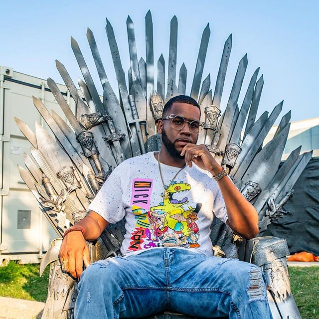 👑 Now that Kawhi's gone it's time for a NEW King in the North. 📷@tungztwisted * * * #dreamsdonthavedeadlines #gameofthrones #pizzafest #nickolodeon #rochesterakajuice #hiphop #rap #torontorap #rapper #photoshoot #shotoftheday #blocktrade