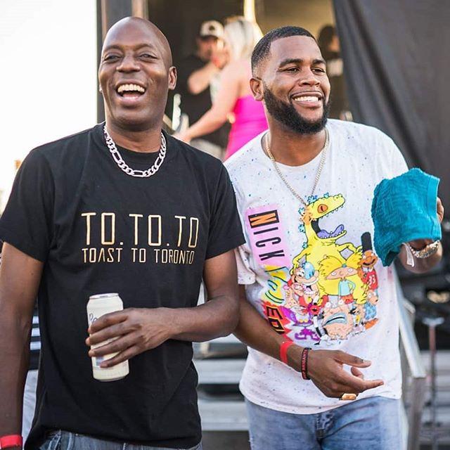 Bare jokes with the legendary @choclairofficial 📷@shotbysolo * * * #rochesterakajuice #torontohiphop #hiphopcanada #hiphop #torontorap #rappers #rapmusic #emcee #lyrics #artist #music #hiphopculture #hiphopheads #boombap #yyz #tha6ix #rapgame #tdot #shotoftheday #torontolifestyle #blocktrade