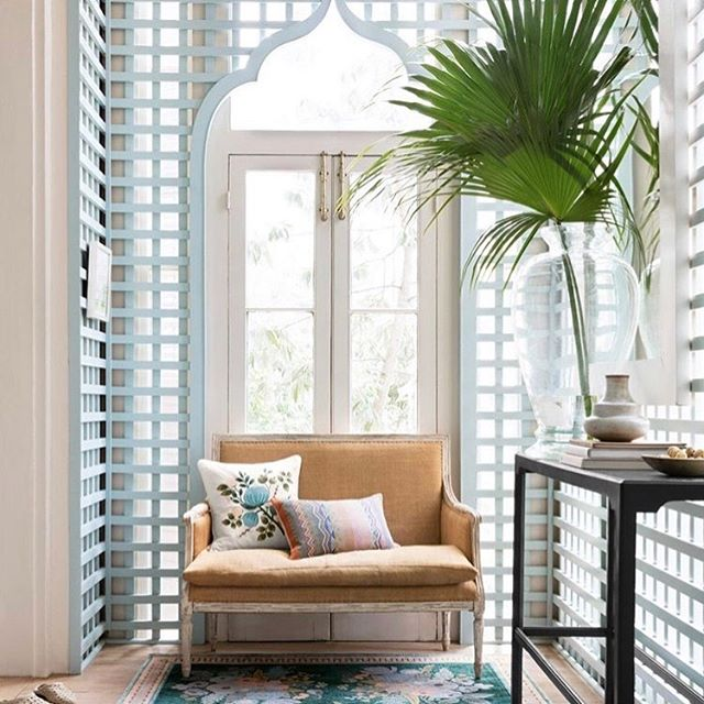 Love everything about this. The arch, the chair, those colours! Via @riflepaperco . . . . . . #interiordesign #interiorinspo #arch #palm #riflepaperco #interiordecorating #interiordesigner