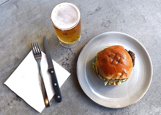 We have a treat for all the burger lovers out there! Head in and try one of our delicious burgers and a cold pint of beer for just $15 // 489 Esplanade Grange #burger #pint  #food #yummy #foodporn #instafood #delicious #foodie #eat #foodgasm #foodpic #nom #fresh #foodpics #foodphotography #spring